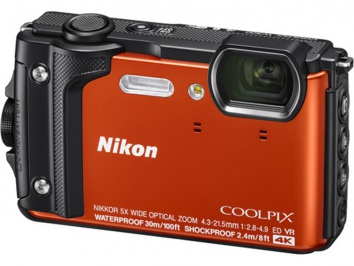 Nikon Coolpix W300 narancs Holiday Kit
