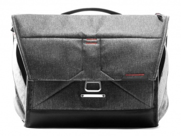 "Peak Design The Everyday Messenger 15"" V2 szürke"